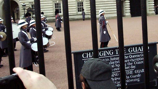 01b20003 LGW Changing of the Guards.JPG (42723 bytes)